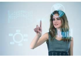 使用现代虚拟技术的女商人用手触摸屏幕_1119368