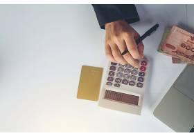 财务会计概念在办公桌前工作的商务女性_7365395