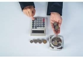 财务会计概念在办公桌前工作的商务女性_7365402