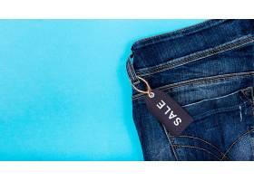 附有黑色星期五标签的牛仔裤_5496037