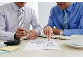 用商业图表制定战略的裁剪商人_5699137
