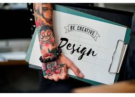 时装设计师拿着剪贴板_2458068