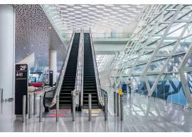 机场或地铁站的现代化走廊_1193594