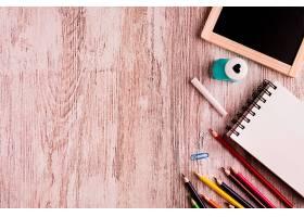 桌子上的绘画套装_4888053