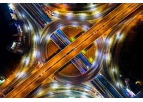 夜间环岛和高速公路交通鸟瞰_13249895