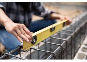 建筑工地内建筑工人的特写镜头_4550502
