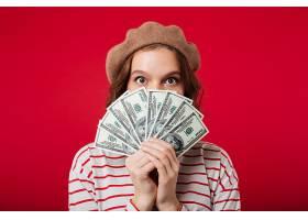 一位戴着贝雷帽的年轻女子的肖像_6780854