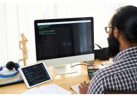 IT工程师编写代码_6801140