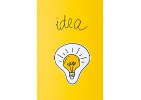 黄色背景下的灯泡构思概念_5956881