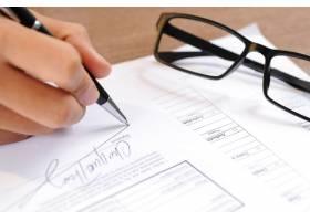签署文件的人员特写_3077816