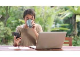 自由職業的亞洲女性在家工作商業女性在筆_5820701