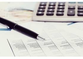 设有文件和货币账户的办公室_9183777