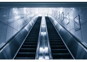 购物中心的现代自动扶梯_1175708