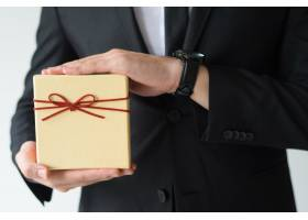 男人拿着手表拿着礼盒的特写_3799004