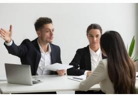 男性人力资源经理要求应聘者离职_3952602