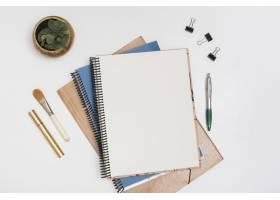 空白螺旋笔记带化妆笔睫毛膏白色书桌_4067922
