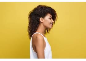 漂亮迷人的非洲裔美国女人戴着时髦的眼镜_1288341