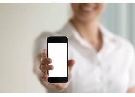 手持智能手机的女性移动广告的样机屏幕_3938754