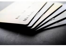 整齐堆放在一起的信用卡_5469613