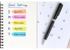 智能目标在带日历的笔记本上设置首字母缩写_1131280