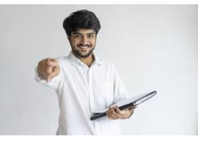 快乐成功的印度男性企业家指着你_2788478