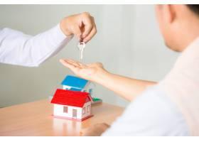 房地产销售经理在签订租赁合同和买卖协议后_5218051