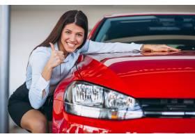 年轻女子买车_4201652