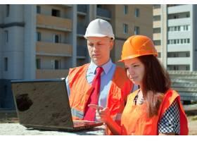建筑工人在建筑工地工作_1631692
