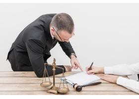 律师指着_3357720