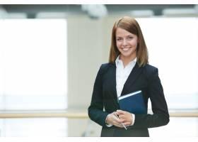 微笑的女商人在办公室_858817