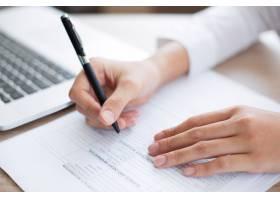 填写表格的业务人员特写_1027059