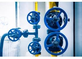 工厂内的钢质管道和钢缆_1119710