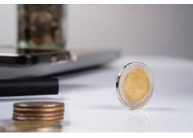 商务金融货币和簿记概念办公桌上的硬_1202125