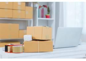 在家庭办公室包装工作的企业主_4720581