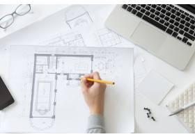 制作建筑师图纸的手的俯视图_1281619