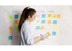 办公室里的成年女性规划项目_7816278