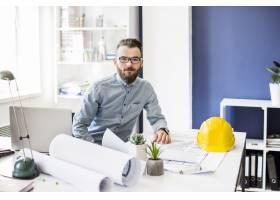 办公室青年男建筑师画像_2586741