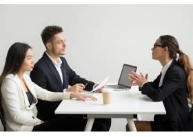 人力资源经理面试的女性申请人_3952577