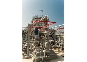 位于该地区的一家石油工厂_7875103