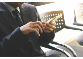 使用智能手机的商人复古的音调复古的过_1236514