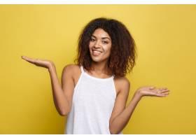 一位美丽迷人的非洲裔美国女子在网上玩弄她_1288304