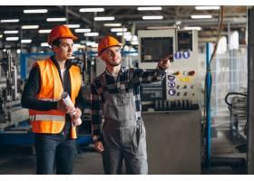 一家工厂的两位同事_4410537