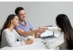 幸福的夫妇问候财务顾问_3952631