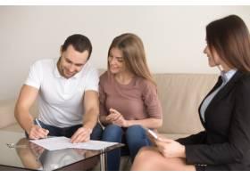 与房地产经纪人签订协议夫妻购买租房_3938440
