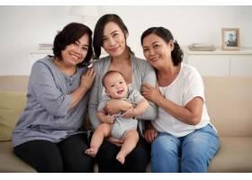 亚洲家庭中的女性_5577346