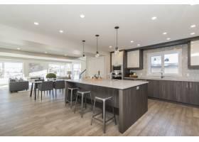 现代住宅厨房和餐厅的美丽镜头_7899950