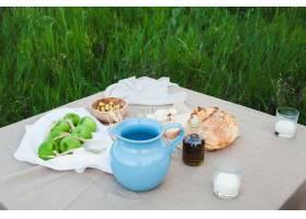 田野里的健康天然食物_13517390