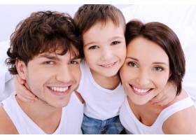人们美丽的笑脸一个幸福的三口之家_12264620