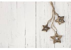 白色木质背景上的圣诞树木星_10766861