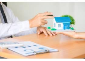 房地产经纪代理向客户介绍并咨询决策签订保_5218041